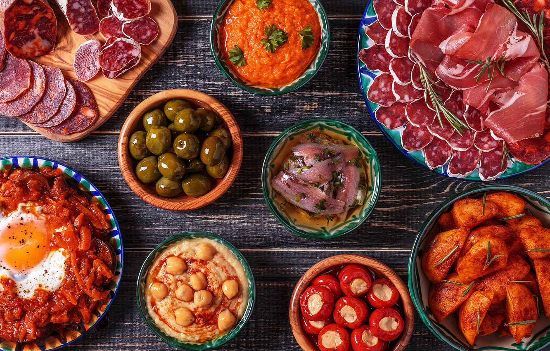 Фото обои рыба, мясо, оливки, колбаса, бекон