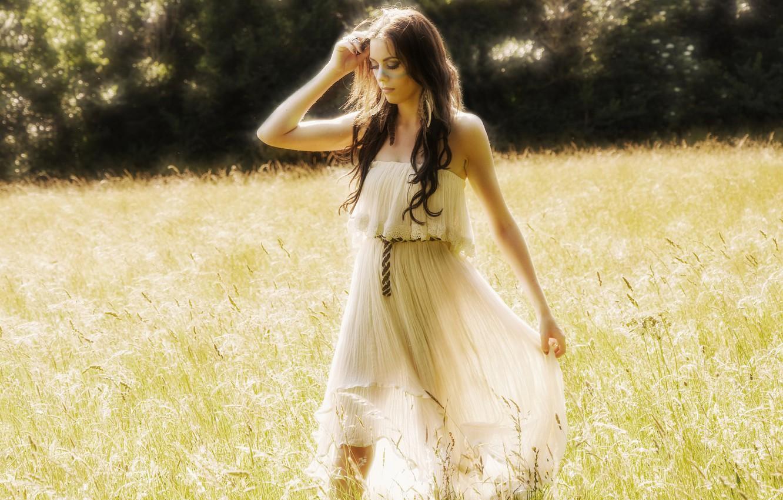 Фото обои модель, платье, луг, Emma LC