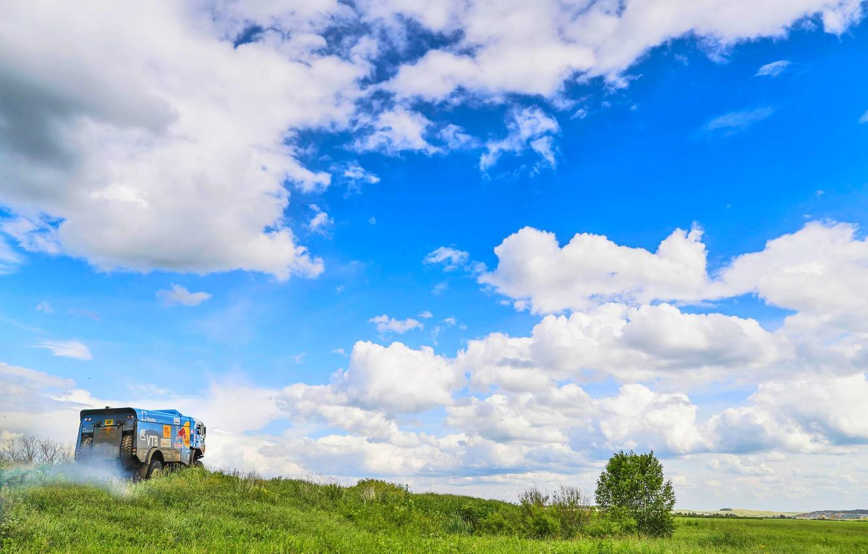 Фото обои Небо, Природа, Облака, Спорт, Скорость, Грузовик, Гонка, Мастер, Красота, Россия, Зверь, Kamaz, Rally, Ралли, Камаз, …