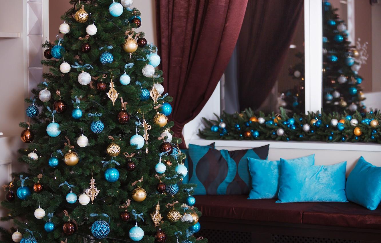 Фото обои украшения, игрушки, елка, Новый Год, Рождество, подарки, white, Christmas, design, blue, Merry Christmas, Xmas, interior, …