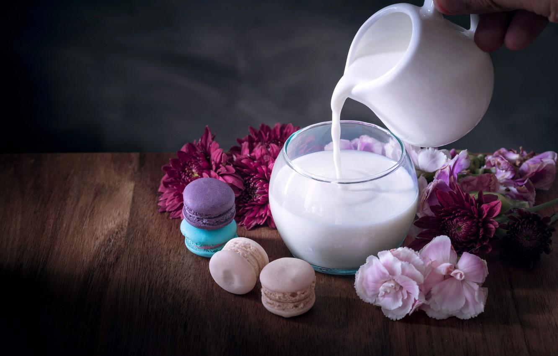 Фото обои цветы, colorful, молоко, кувшин, десерт, flowers, пирожные, сладкое, sweet, dessert, milk, macaroon, french, macaron, макаруны