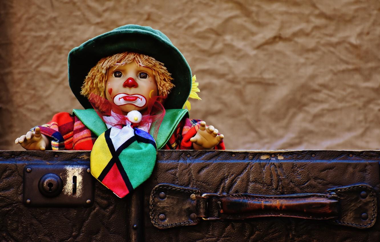 Фото обои игрушка, игра, кукла, клоун, чемодан