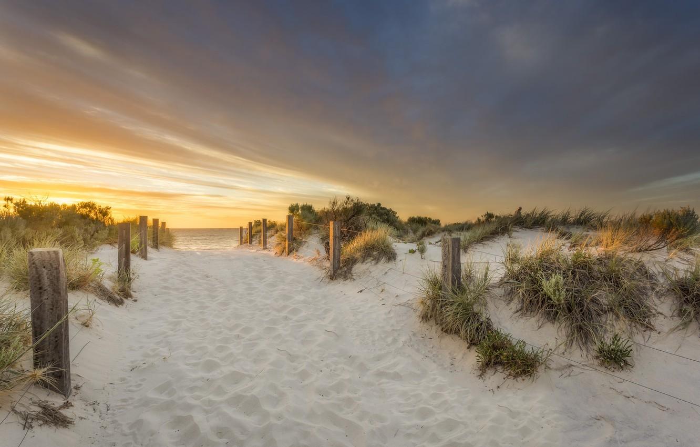 Фото обои песок, море, пляж, закат, природа, забор, дюны
