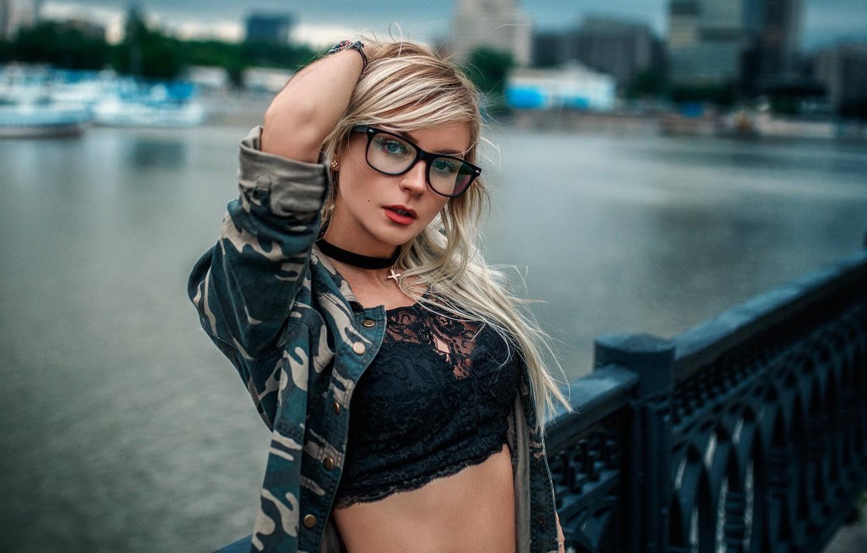 Фото обои взгляд, девушка, поза, очки, блондинка, набережная, Hakan Erenler