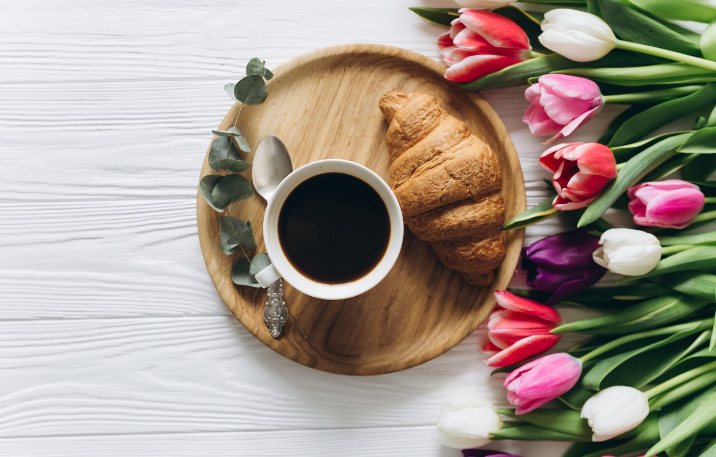 Фото обои цветы, кофе, завтрак, чашка, тюльпаны, розовые, white, heart, wood, pink, flowers, cup, romantic, tulips, coffee, …