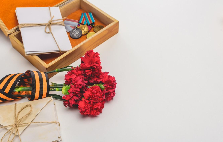 Фото обои цветы, праздник, день победы, георгиевская лента, 9 мая, медали, гвоздики, письма