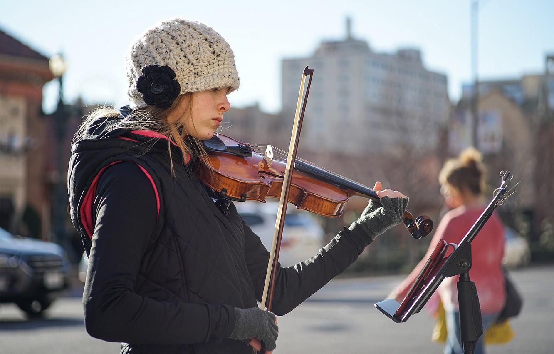 Фото обои девушка, лицо, музыка, улица, скрипка