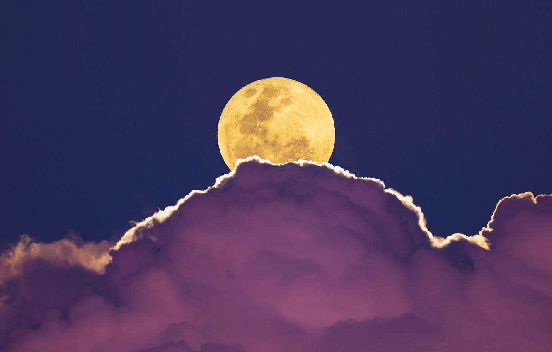 того, такая картинки луна в облаках обстоятельства, при которых