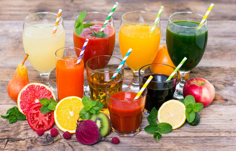 Фото обои листья, ягоды, малина, лимон, яблоко, апельсин, киви, бокалы, груша, стаканы, фрукты, напитки, овощи, помидор, трубочки, ...