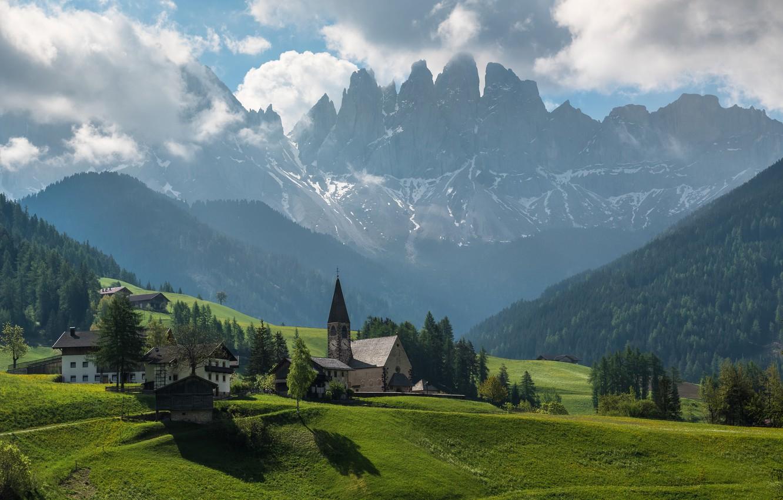 Фото обои лес, небо, облака, горы, Италия, церковь, доломитовые Альпы