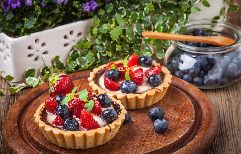 Фото обои ягоды, черника, клубника, корзинка, десерт, сладкое, sweet, cream, dessert, berries, delicious, tart, тарталетка