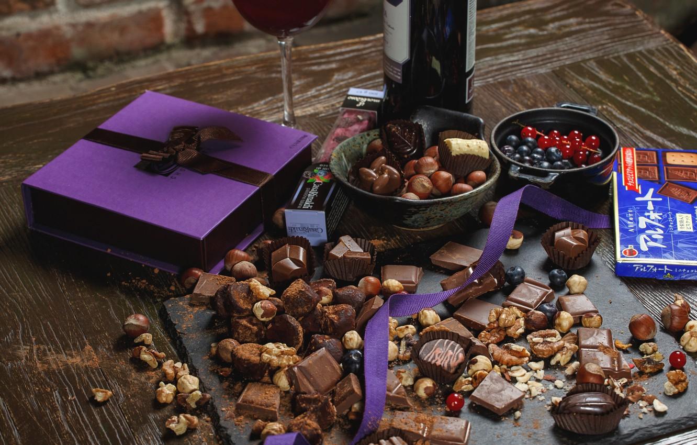 Фото обои ягоды, вино, шоколад, конфеты