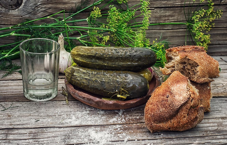 Фото обои стакан, укроп, хлеб, водка, чеснок, соль