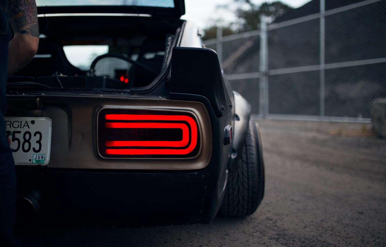 Фото обои Datsun, man, classic, JDM, 240Z, S30, tail light