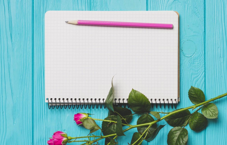 Фото обои цветы, розы, весна, блокнот, карандаш, доска, бутоны, wood, flowers, spring, roses, decoration