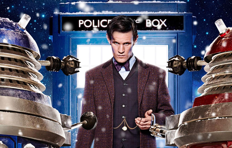 Фото обои взгляд, звезды, снег, актер, мужчина, будка, Doctor Who, Доктор Кто, ТАРДИС, TARDIS, Мэтт Смит, Matt …