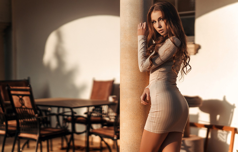Девушка В Платье Красивая Поза