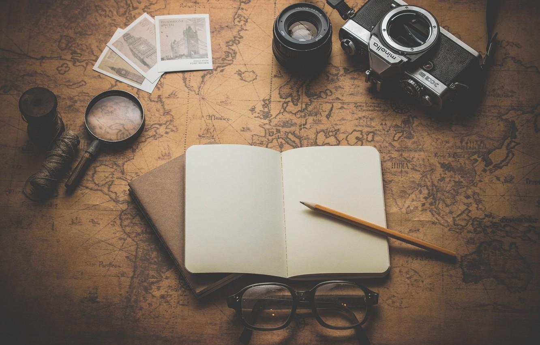 Фото обои карта, очки, фотоаппарат, блокнот, карандаш, нитки, лупа