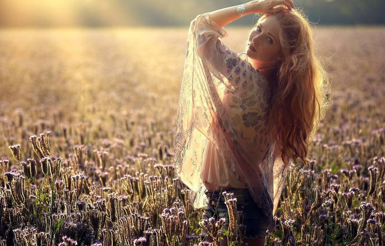 Фото обои поле, девушка, свет