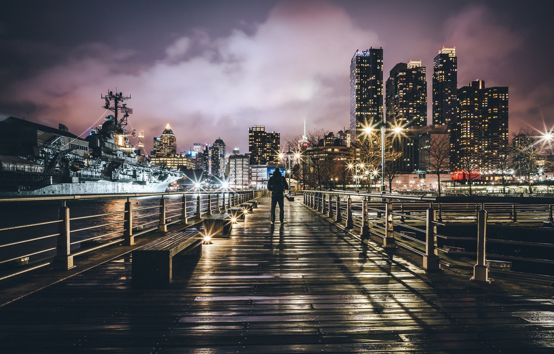 Фото обои ночь, город, огни, человек, корабль, Нью-Йорк, США