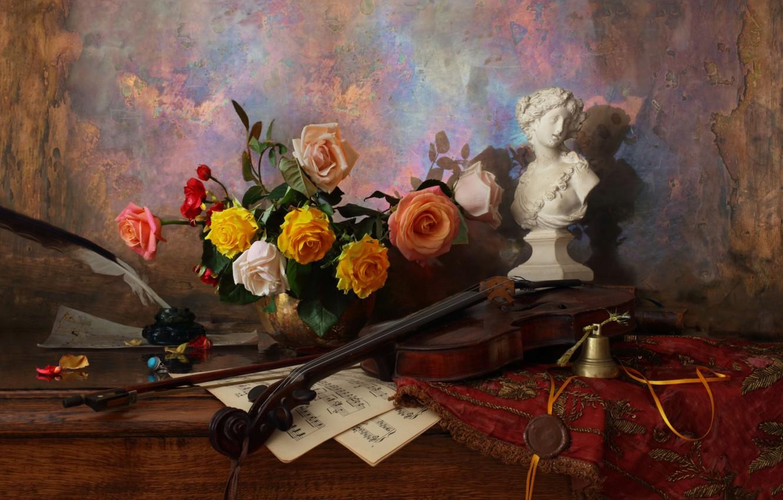 Фото обои ноты, перо, скрипка, розы, статуэтка, натюрморт, колокольчик