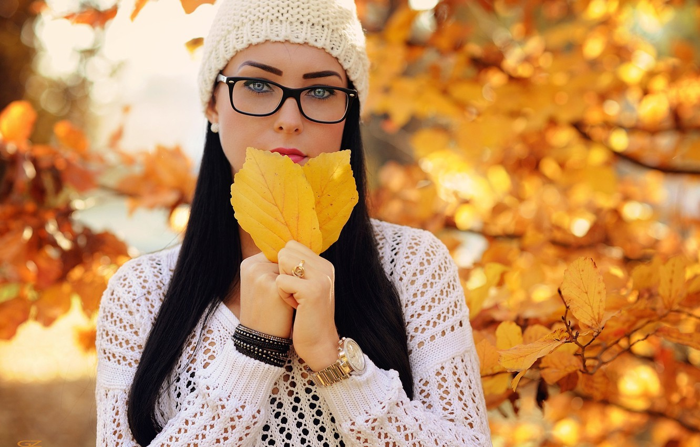 Картинки девушек брюнеток осенью