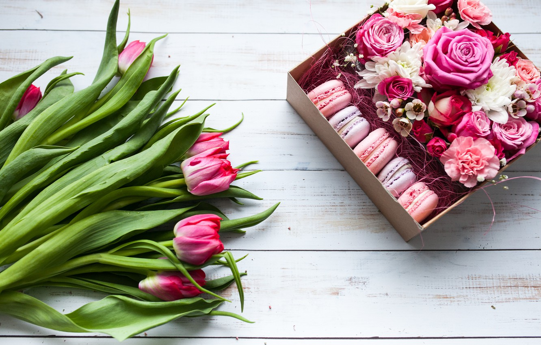 Фото обои цветы, коробка, подарок, букет, wood, pink, тюльпанов, macaron