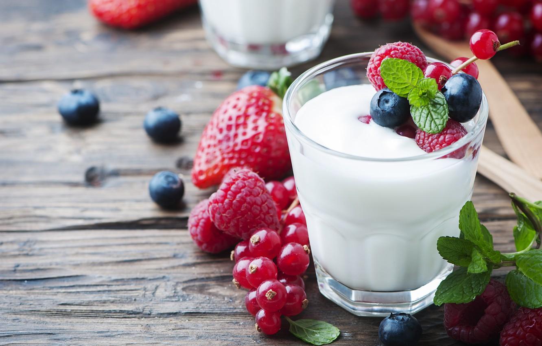 Фото обои ягоды, малина, мята, смородина, йогурт