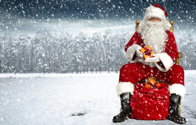 Фото обои зима, снег, деревья, снежинки, красный, фон, праздник, шапка, фотошоп, сапоги, очки, Рождество, подарки, Новый год, …