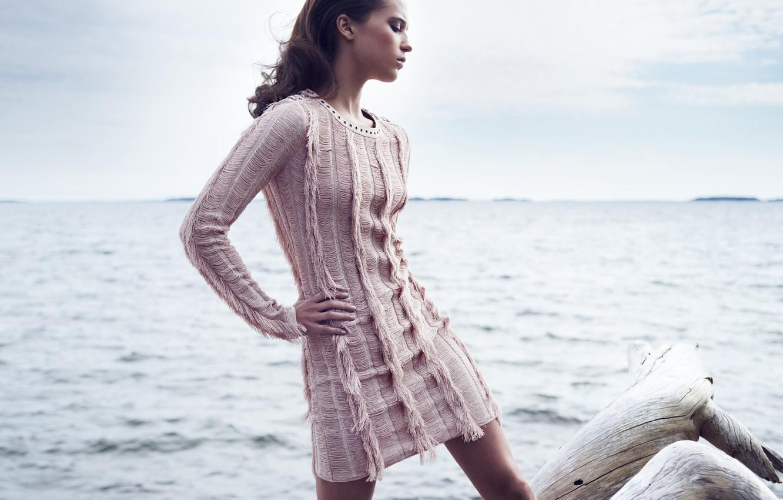 Фото обои море, девушка, поза, фото, фигура, платье, Alicia Vikander