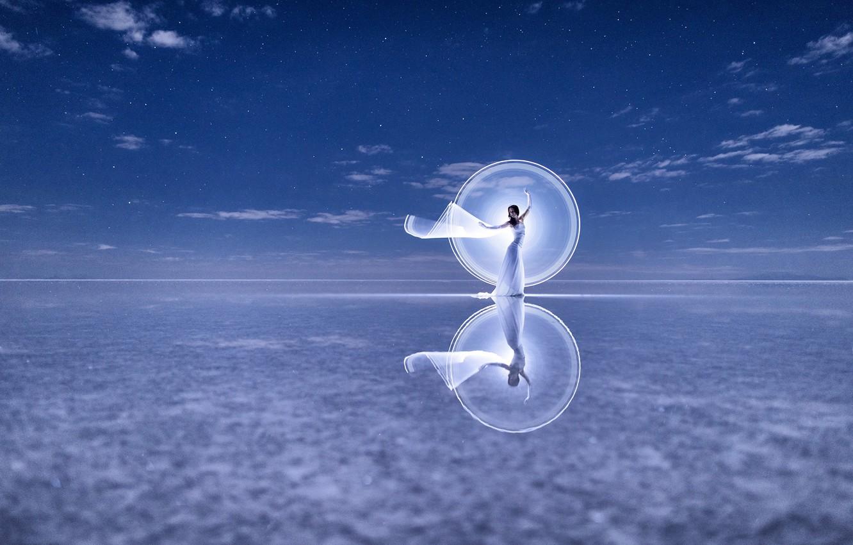 Фото обои отражение, настроение, танец, платье, Kim Henry