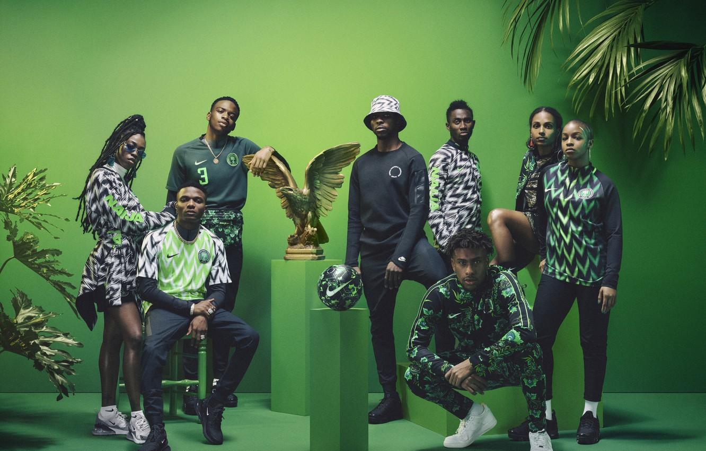 Фото обои пальма, орел, футбол, мяч, форма, Nike, football, презентация, Nigeria, Нигерия, Julie Adenuga, Yagazie Emezi, Alex …
