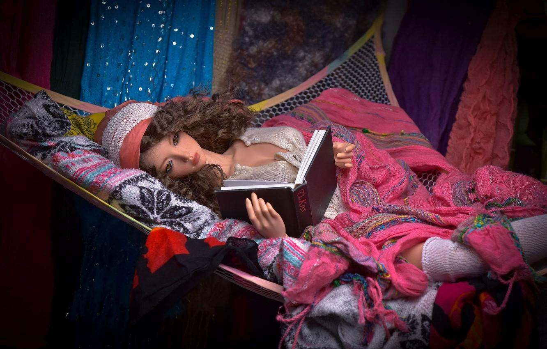 Фото обои игрушка, кукла, гамак, книга