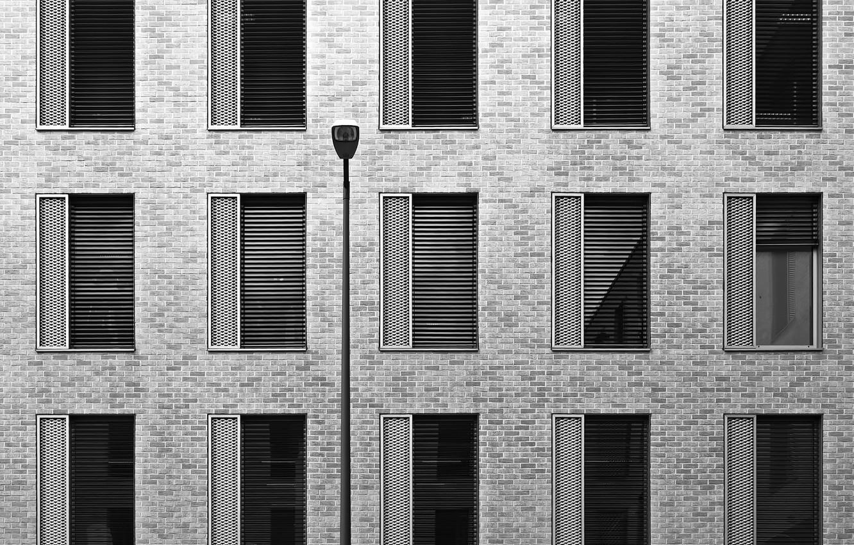 Фото обои город, здание, окна, текстура, фонарик, архитектура