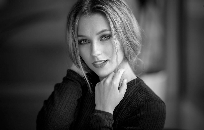 Фото обои фон, модель, портрет, макияж, прическа, блондинка, красавица, черно-белое, кофта, боке, Mara, Alex Fetter