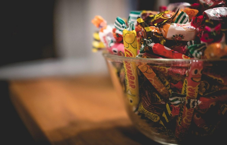 Фото обои фон, конфеты, ваза