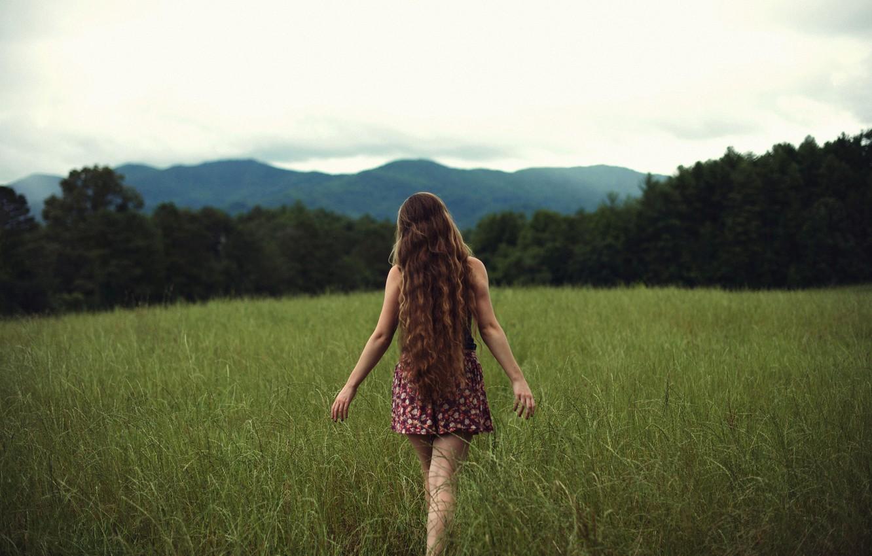 Фото обои поле, трава, девушка, Free, локоны, NoelleBuske