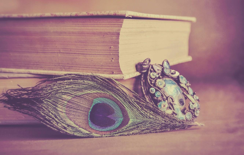 Фото обои стиль, перо, книги, кулон, украшение, павлинье перо