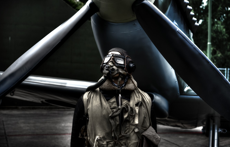 Фото обои самолет, человек, очки, перчатки, пилот, пропеллер, aircraft, man, pilot, gloves, goggles, шлемофон, propeller
