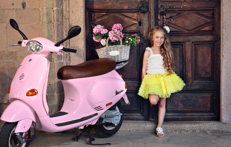 Фото обои цветы, поза, улыбка, девочка, наряд