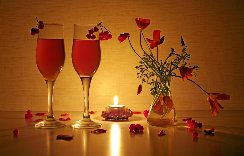 Фото обои свет, отражение, огонь, красота, букет, вечер, свечи, натюрморт, напитки, композиция, калина, эшшольция, букетики