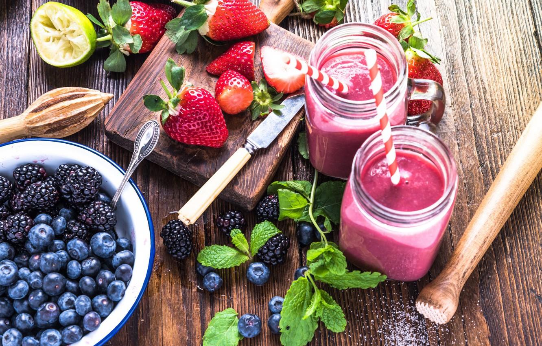 Фото обои ягоды, клубника, трубочка, напиток, мята, ежевика, голубика, смузи