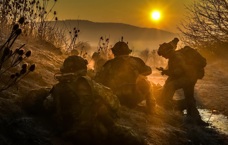 Фото обои закат, туман, оружие, солдаты