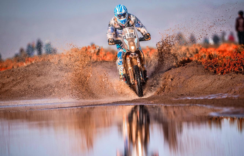 Фото обои Вода, Спорт, Скорость, Лужа, Мотоцикл, Гонщик, Мото, Брызги, Rally, Dakar, Дакар, Ралли