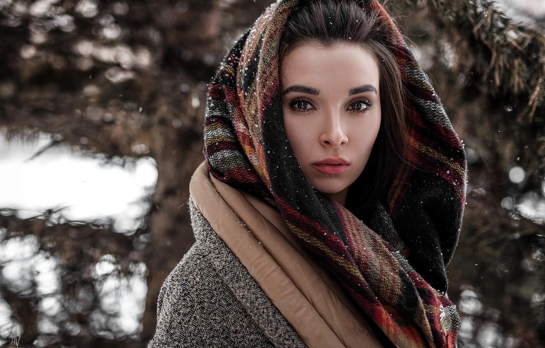 https://img4.goodfon.ru/wallpaper/nbig/6/80/devushka-zima-sneg-vzgliad-portret-boke-platok-sharf-model-r.jpg