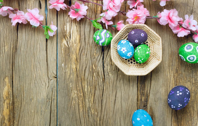 Фото обои цветы, корзина, яйца, весна, colorful, Пасха, розовые, wood, pink, blossom, flowers, spring, Easter, eggs, decoration, …