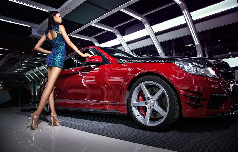 Фото обои Девушки, Mercedes, азиатка, красивая девушка, красный авто, красивое платье