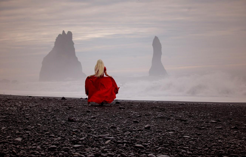 Фото обои море, девушка, шторм, настроение, скалы, красное платье