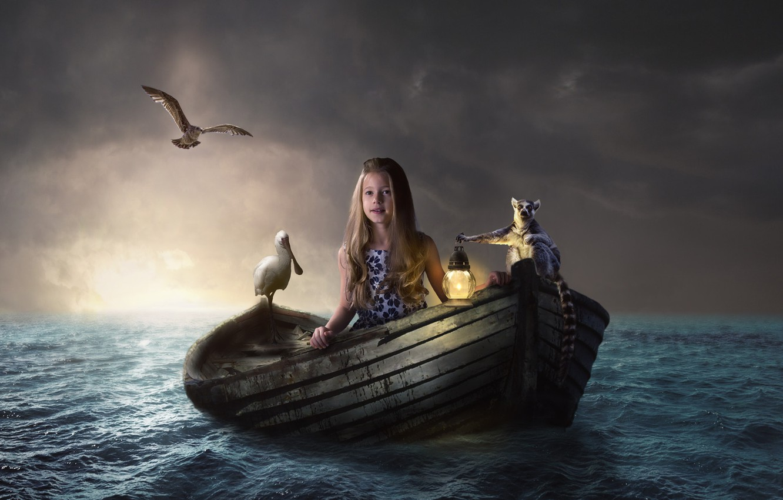 Фото обои море, вода, птицы, лодка, девочка, фонарь, лемур