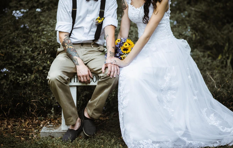 Фото обои букет, платье, тату, костюм, невеста, татуировки, жених